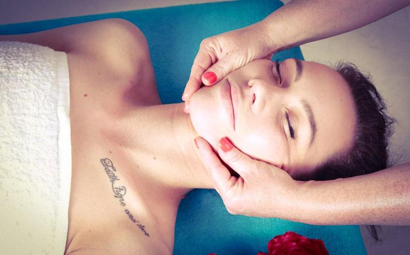 Zdjęcie. Japoński masaż twoarzy